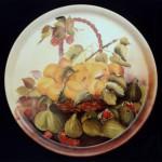 piatto porcellana con cesto frutta e fichi