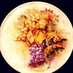 piatto porcellana con grappoli di uva